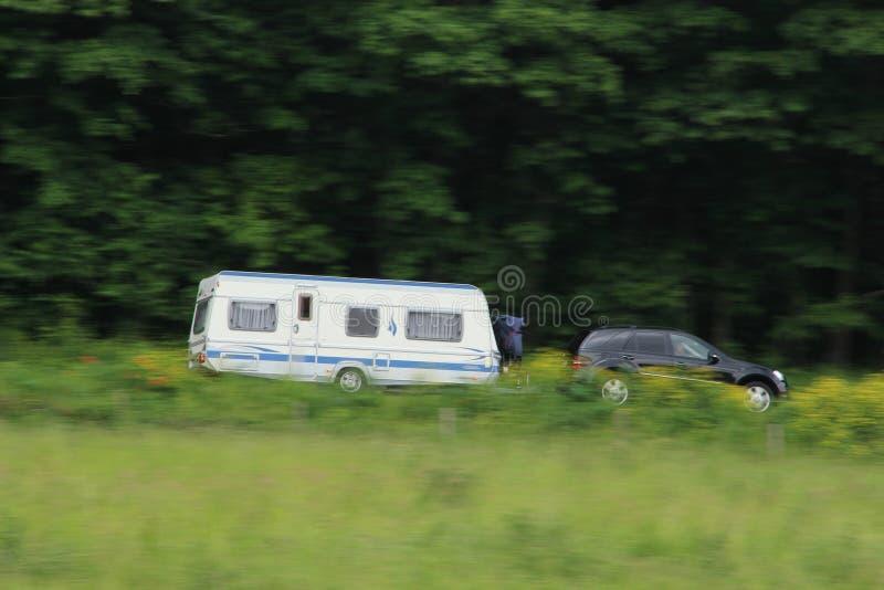 在有有蓬卡车的路上在德国在春天 库存照片