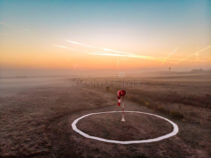 在有雾的日出的空谈者 库存图片