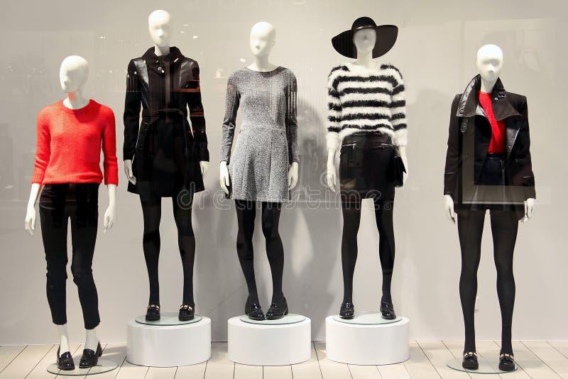 在服装店的时装模特 库存图片