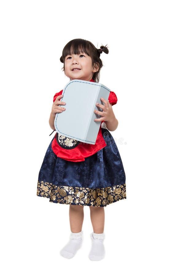 在服装的逗人喜爱的亚洲韩国孩子 免版税库存照片