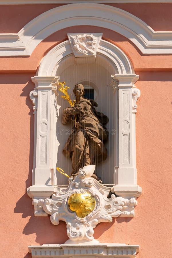 在朝圣教会里详述一个美好的金银细丝工的圣徒形象的看法在Birnau 免版税库存图片