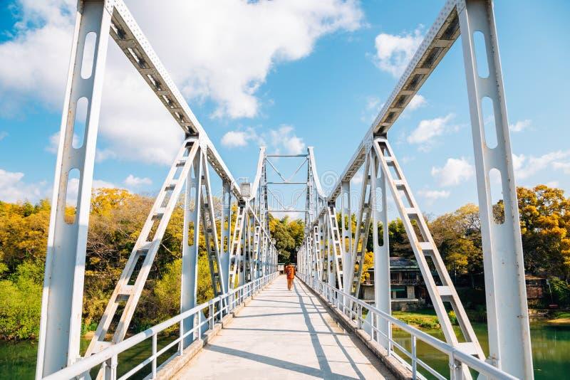 在朝日河的老桥梁在冈山城附近在日本 免版税库存照片