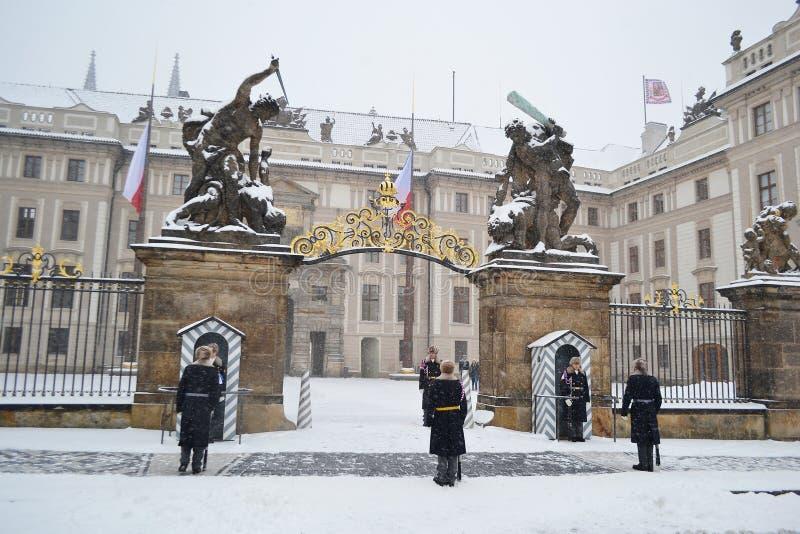 在期间的布拉格城堡大雪 库存照片