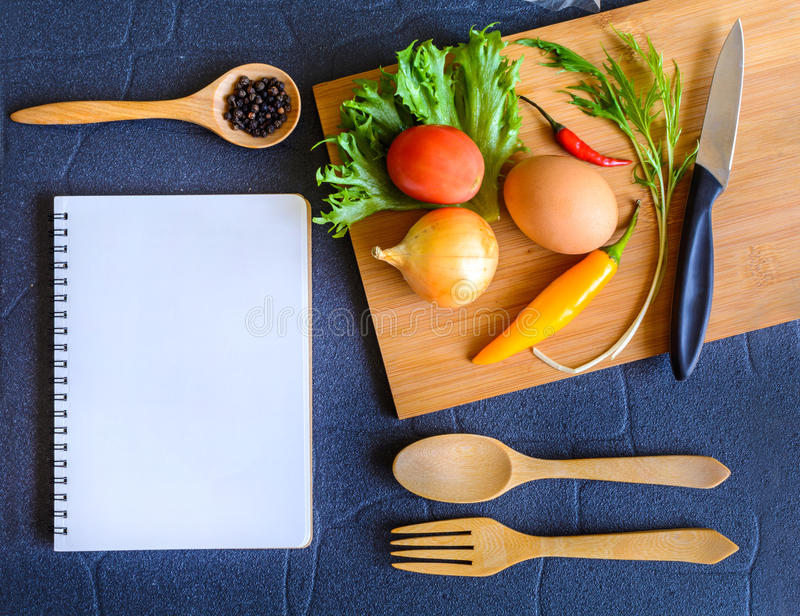 在木切板的食品成分 库存图片