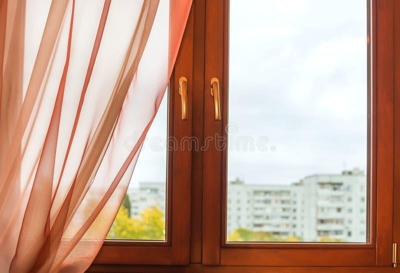 在木制框架的窗口 库存照片