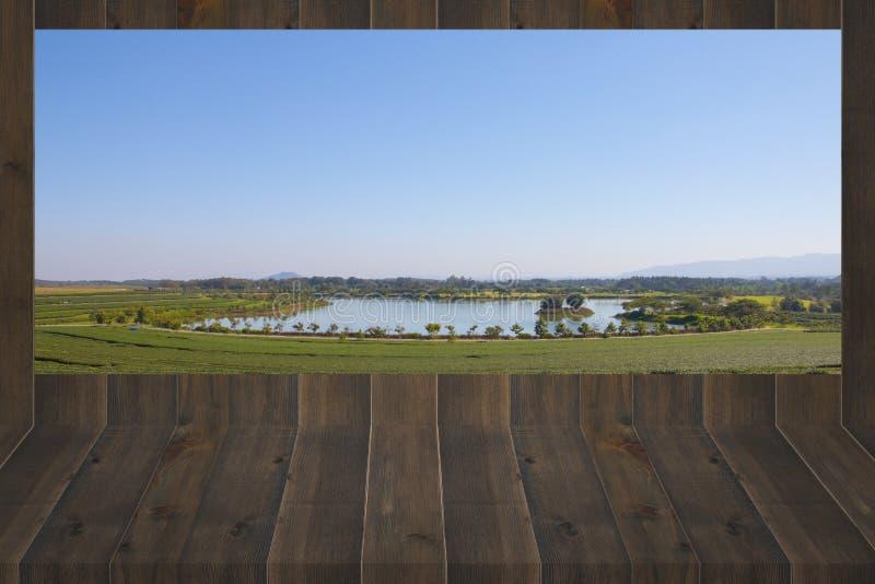 在木制框架的风景场面 免版税库存照片