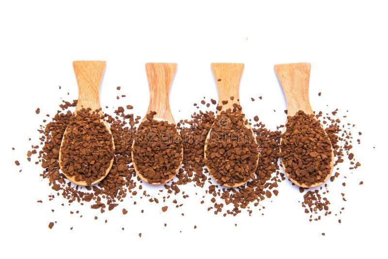 在木匙子的速溶咖啡在白色背景 库存照片