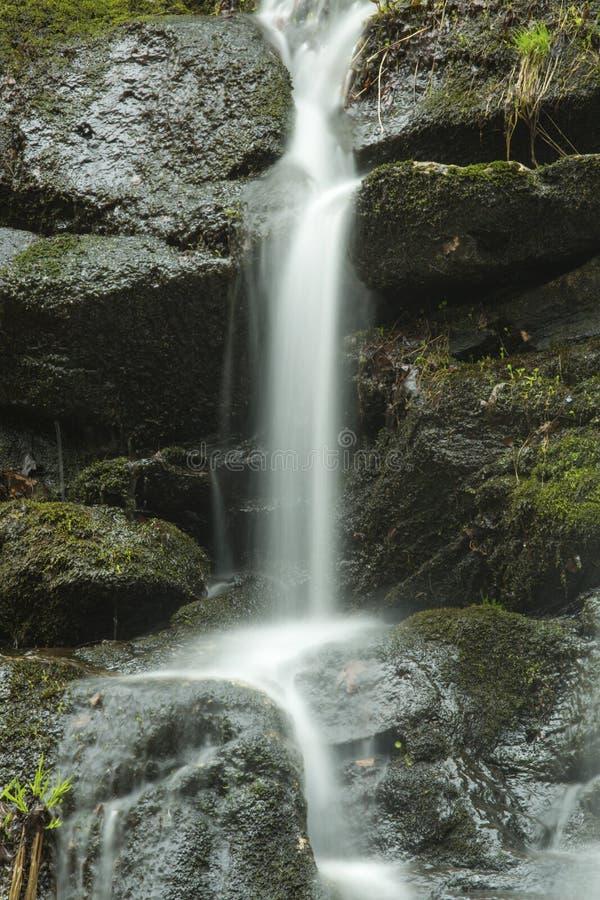 在木匠` s的微小的瀑布在Granby,康涅狄格落 库存照片