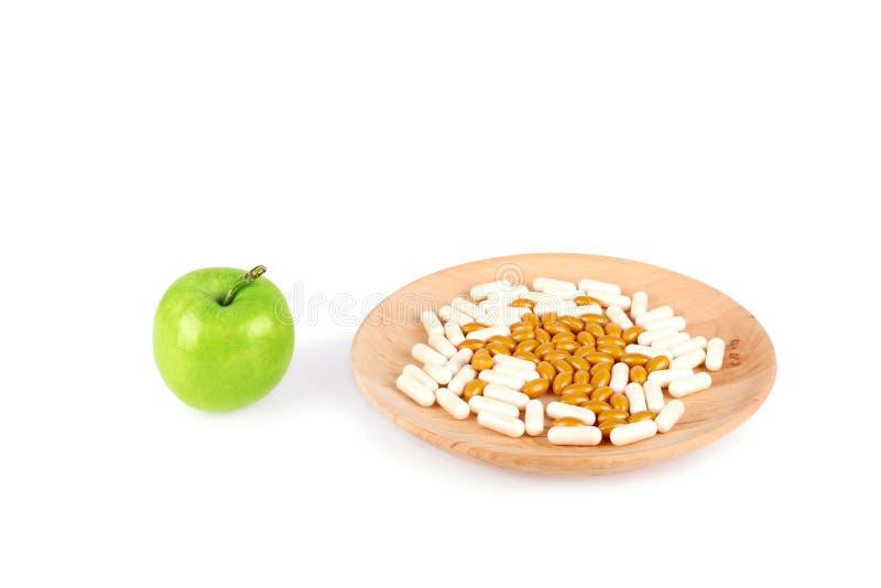 在木在白色隔绝的板材和苹果的药片 库存照片