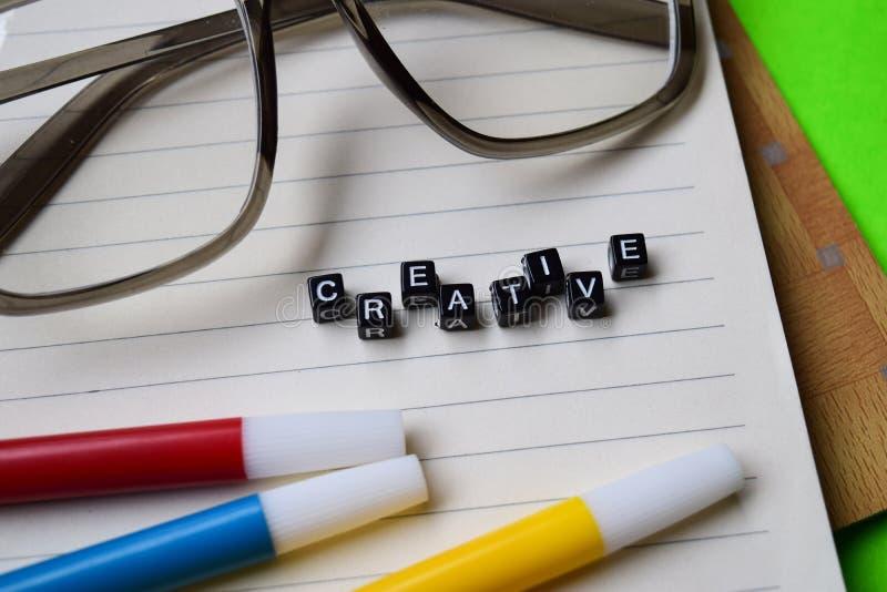 在木块写的创造性的消息 教育和刺激概念 免版税图库摄影