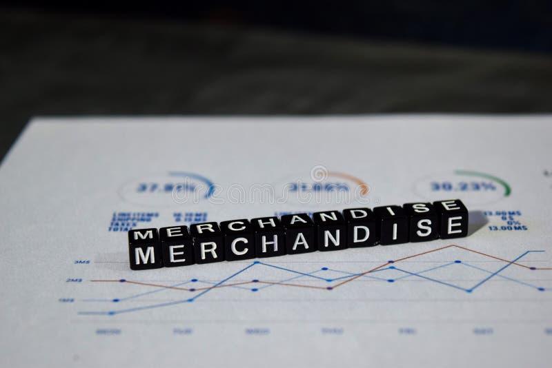 在木块的商品 Infographic合作成交合同概念 免版税库存照片