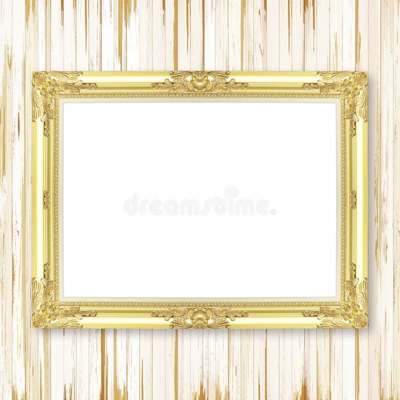 在木墙壁上的古色古香的金框架 免版税库存图片
