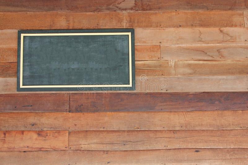 在木墙壁上的木标志板空白框架 免版税图库摄影