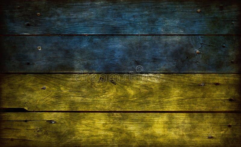 在木头的乌克兰旗子 库存图片