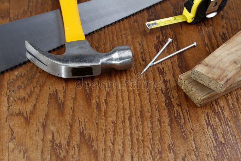 在木头的工作工具 免版税库存照片