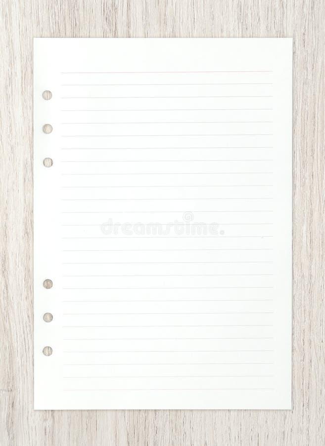 在木头的白皮书板料ackground的 免版税库存图片
