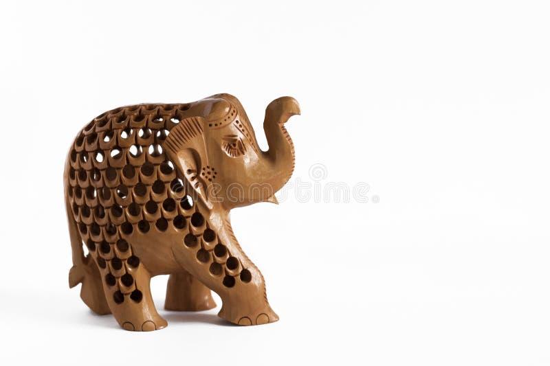 在木头雕刻的大象雕象,在白色背景 免版税库存照片