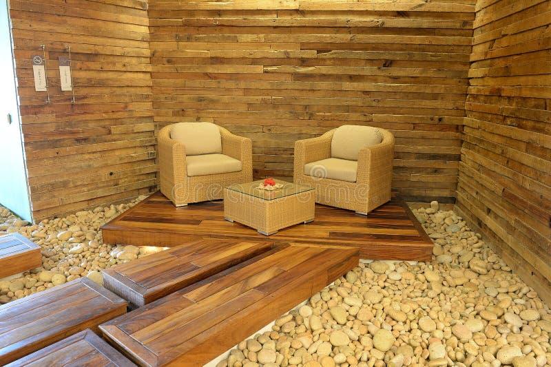 在木平台的椅子 免版税库存图片