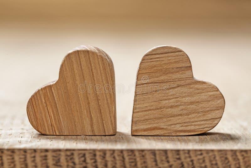 在木板宏指令的两很少葡萄酒木心脏 免版税库存图片