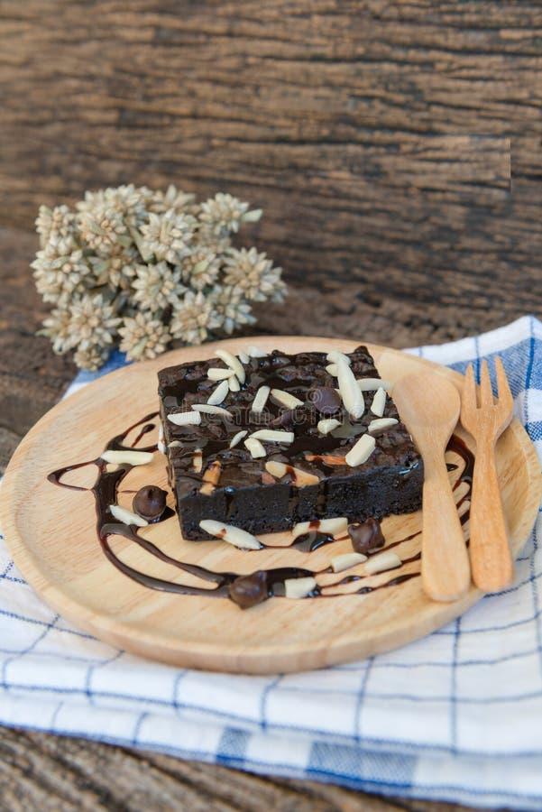 在木板材的果仁巧克力 库存图片