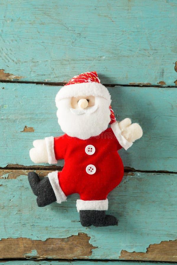 在木板条的手工制造圣诞老人 免版税库存图片