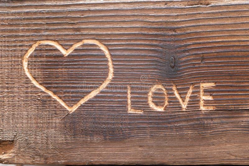 在木板条雕刻的心脏 免版税库存图片