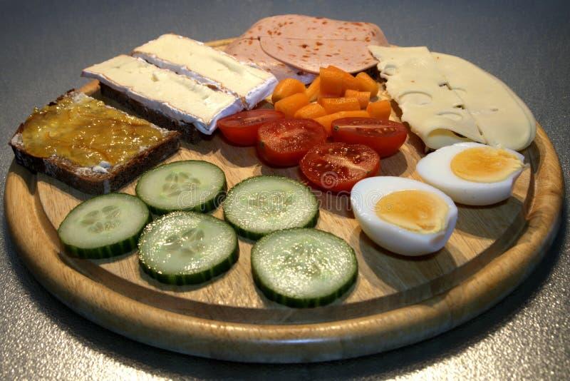 在木板的健康早餐 免版税图库摄影