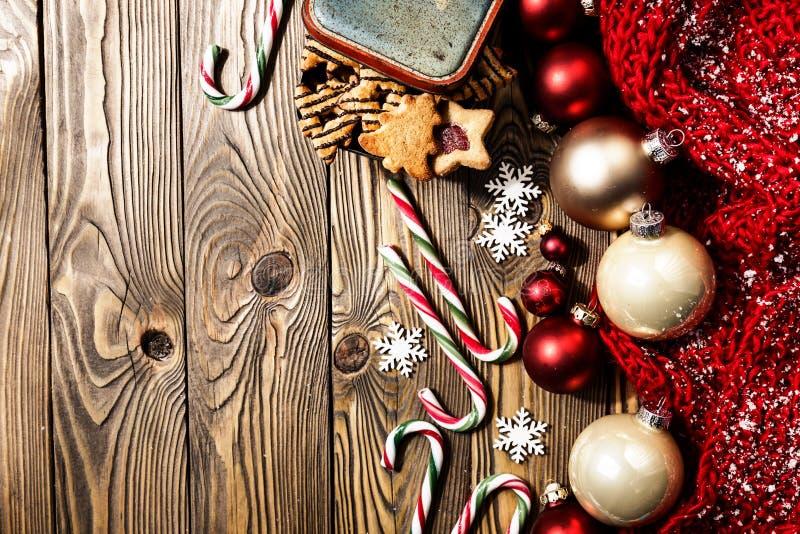 在木板的圣诞节装饰 免版税库存图片