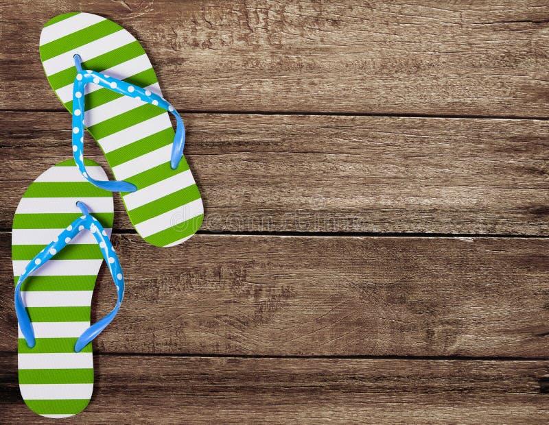 在木板的绿色触发器凉鞋 库存照片