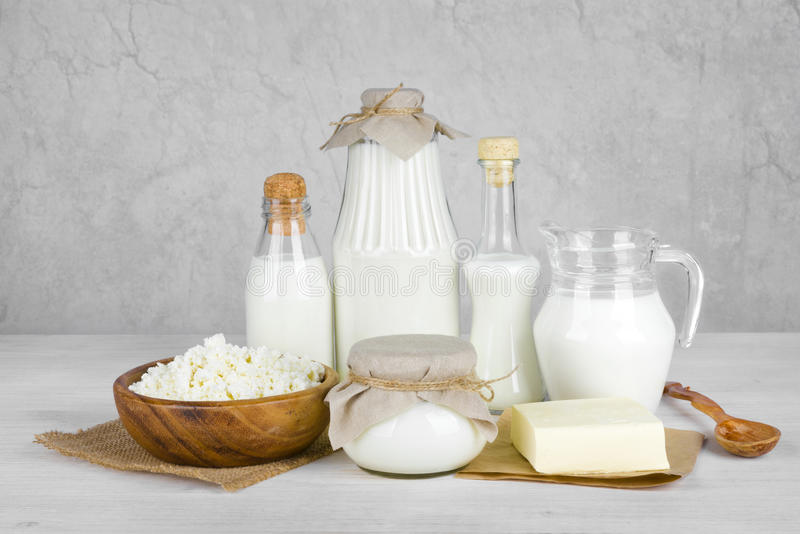 在木桌上的乳制品在葡萄酒提取背景 图库摄影