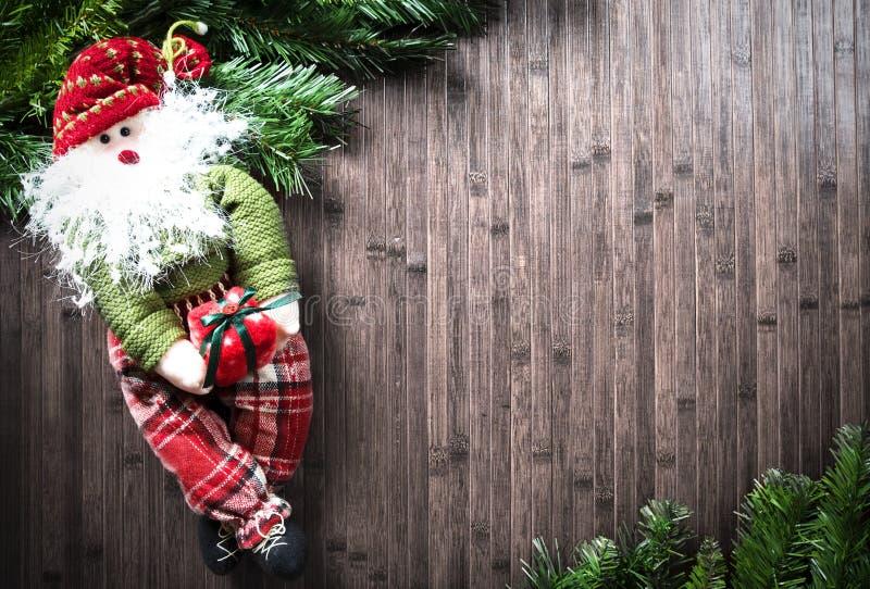 在木桌上的圣诞节装饰 图库摄影