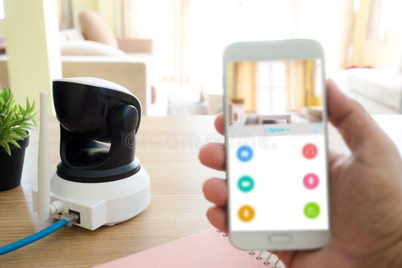 在木桌上的安全监控相机 IP照相机 库存照片