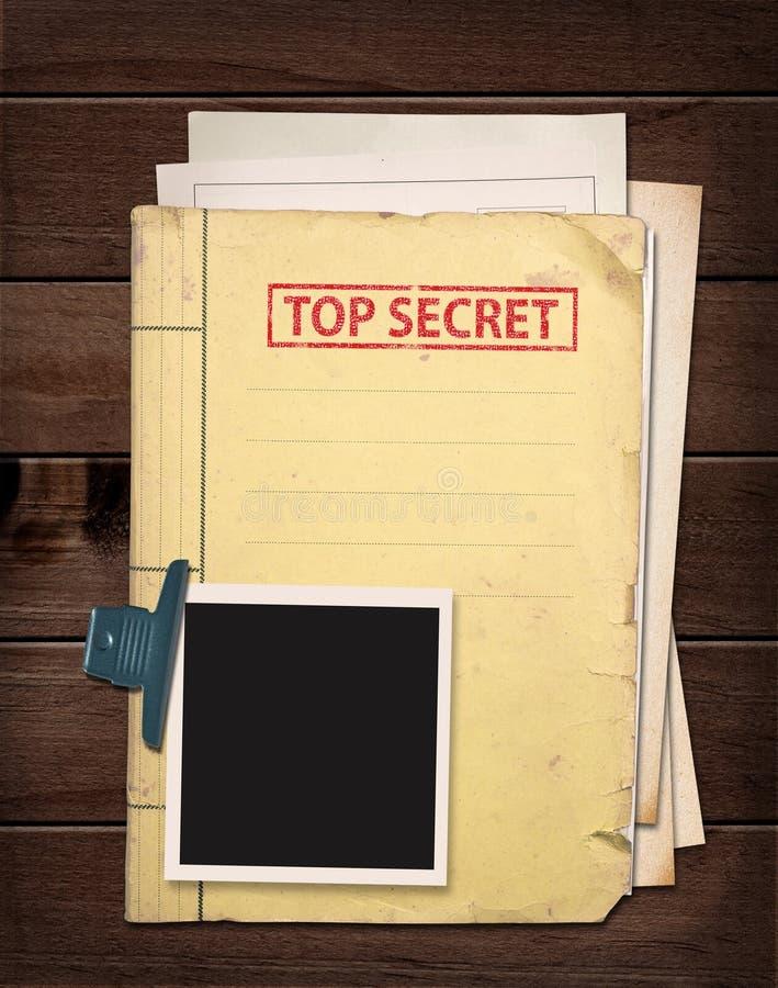 在木桌上的最高机密的文件夹 库存照片