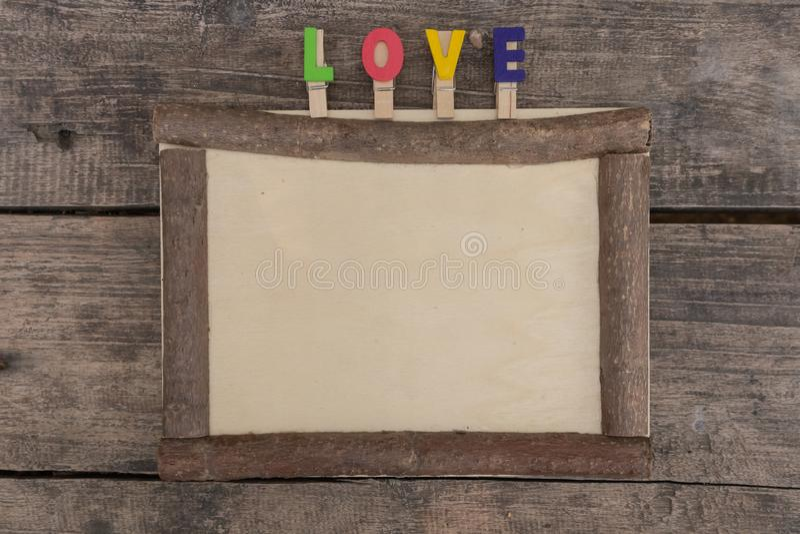 在木桌上的木制框架 库存照片