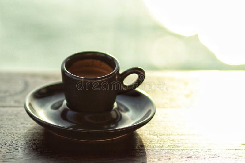 在木桌上的浓咖啡早晨 图库摄影