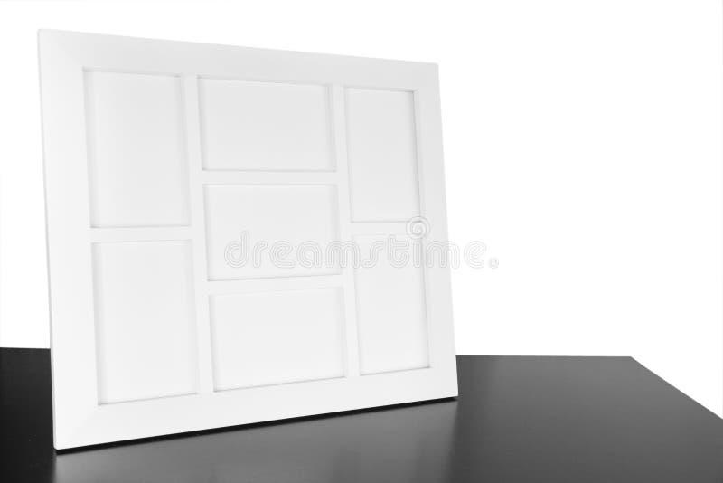 在木桌上的照片框架 免版税库存照片