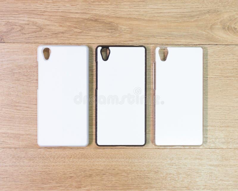 在木桌上的空白的电话盒在现代概念 蒙太奇或您的设计的空的流动盖子 免版税库存图片