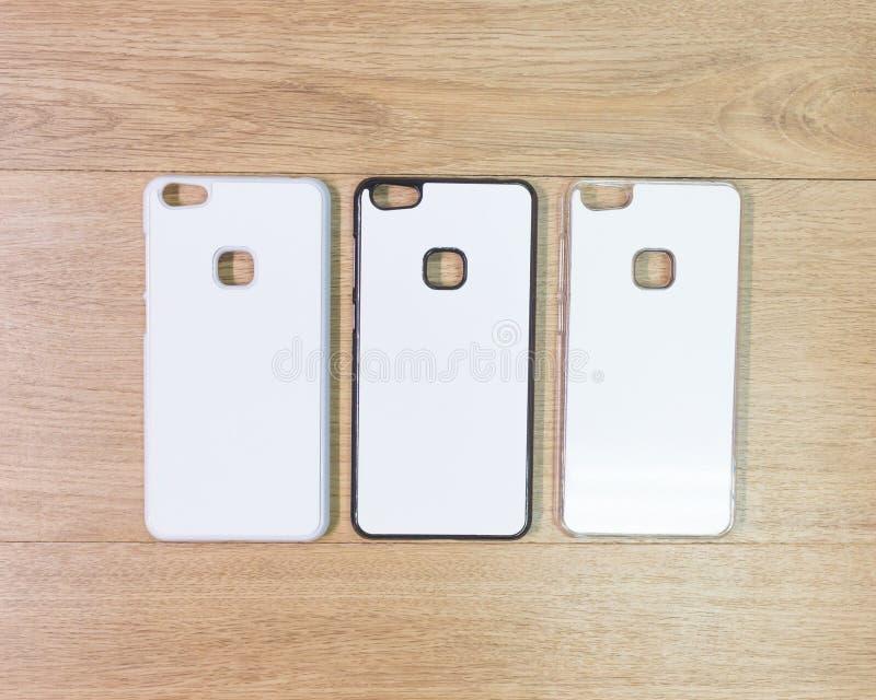 在木桌上的空白的电话盒在现代概念 蒙太奇或您的设计的空的流动盖子 免版税库存照片