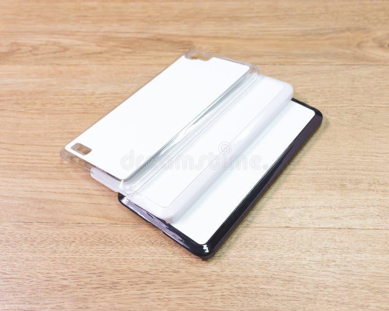 在木桌上的空白的电话盒在现代概念 蒙太奇或您的设计的空的流动盖子 库存图片
