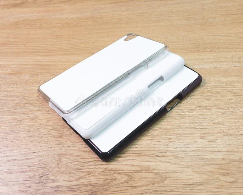 在木桌上的空白的电话盒在现代概念 蒙太奇或您的设计的空的流动盖子 免版税图库摄影