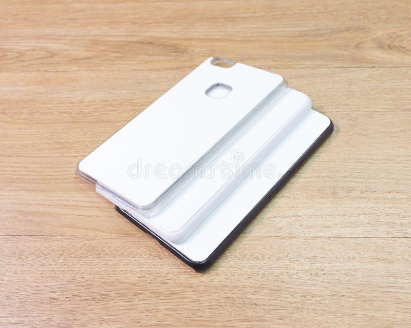 在木桌上的空白的电话盒在现代概念 蒙太奇或您的设计的空的流动盖子 图库摄影