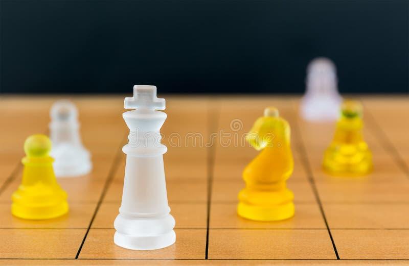 在木棋枰的棋玻璃 库存照片