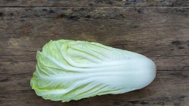 在木的大白菜 免版税库存图片