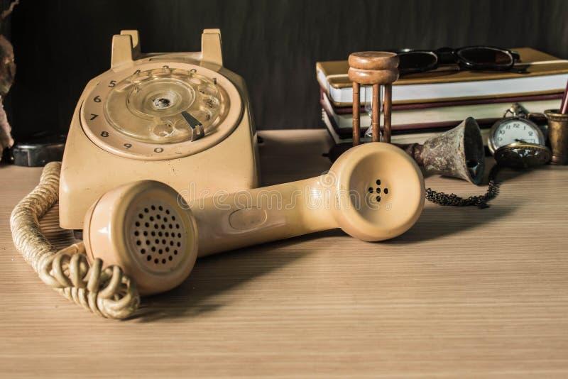在木的耳机 库存照片