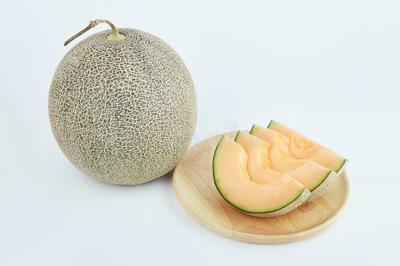 在木盘的新鲜的瓜有孤立白色背景 库存照片