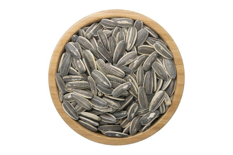 在木碗的向日葵种子隔绝了在白色backgr的顶视图 免版税库存照片