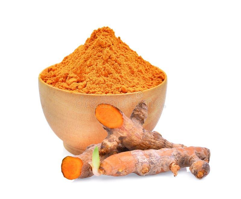 在木碗的姜黄粉末在白色 免版税库存照片