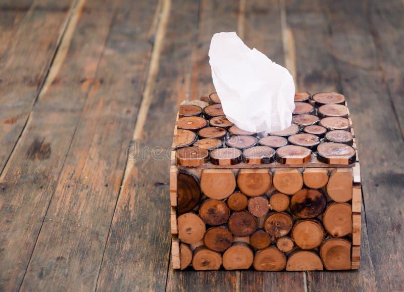 在木箱子的薄纸在木背景 免版税图库摄影