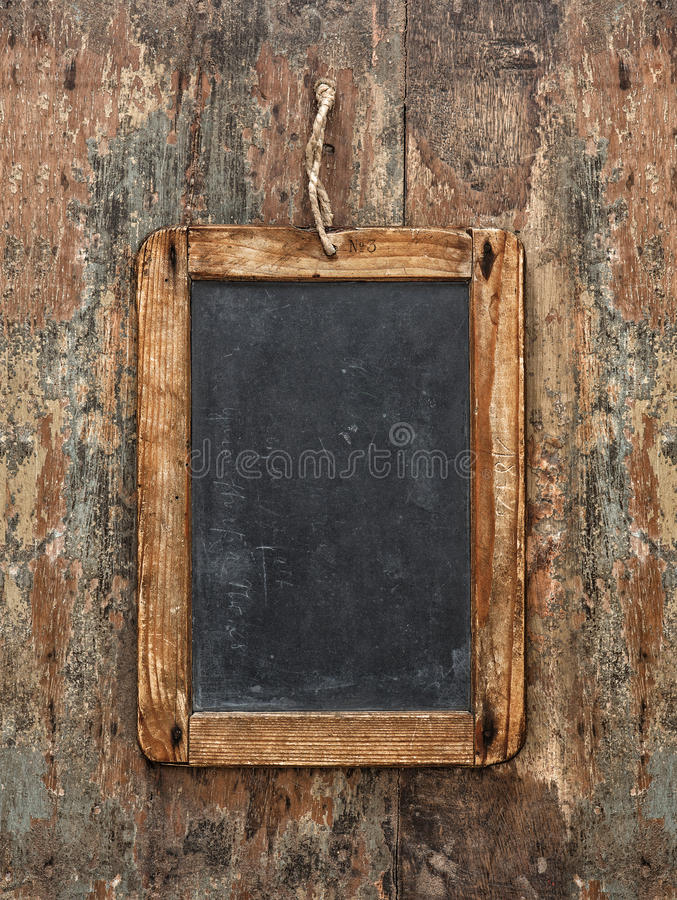 在木纹理的古色古香的黑板 土气的背景 库存图片