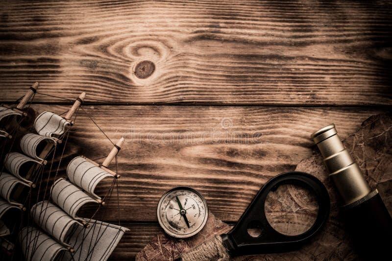 在木背景的哥伦布日概念 免版税库存照片